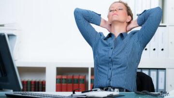Locker im Homeoffice – Nackenverspannung lösen